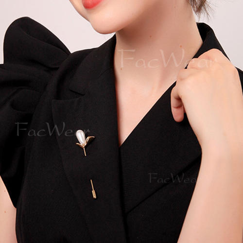 Unique Alloy With Imitation Pearl Women's Fashion Brooches